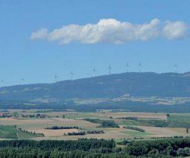 Le projet consiste à implanter neuf éoliennes sur les contreforts du Suchet, entre les communes de Ballaigues, de Lignerolle et de L'Abergement. ©DR/Photomontage