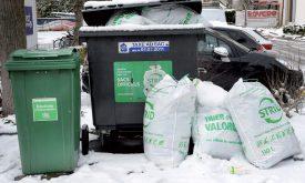 La taxe au sac ne couvre que le tiers des coûts d'élimination des déchets. ©Michel Duperrex