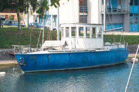 L'embarcation photographiée à la fin de l'été dernier, alors qu'elle était encore amarrée sur les rives de la Thièle. ©Michel Duperrex