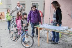 A l'instar d'Esteban, de nombreux enfants sont venus amener un vélo. ©Pierre Blanchard
