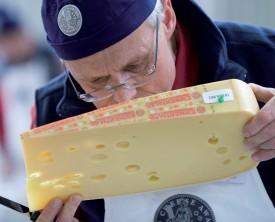 De fins connaisseurs sélectionneront les meilleurs fromages lors des Swiss Cheese Awards. ©DR