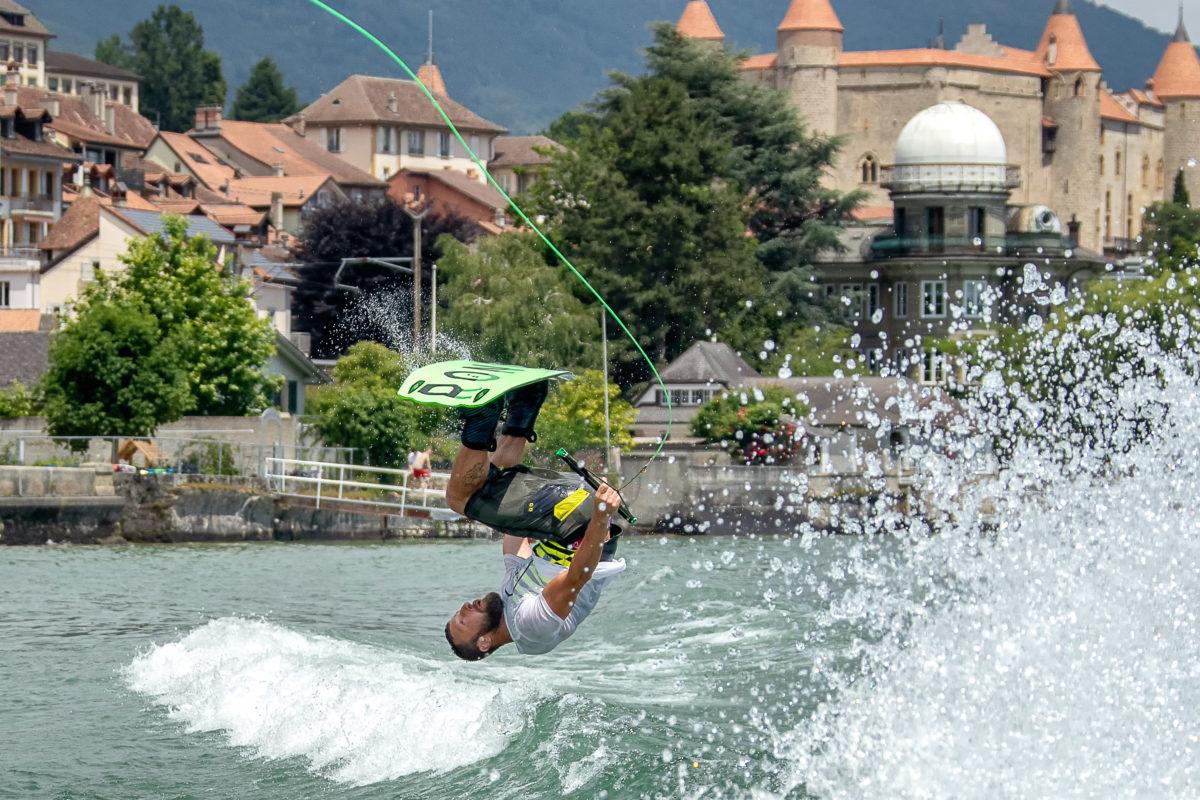 Grandson surfe dans le bonheur