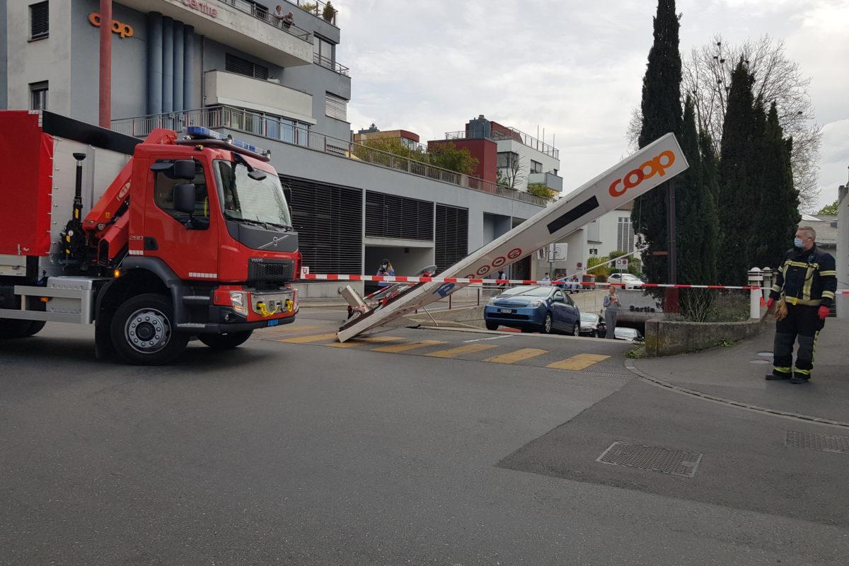 Un véhicule détruit l'entrée du parking Bel-Air