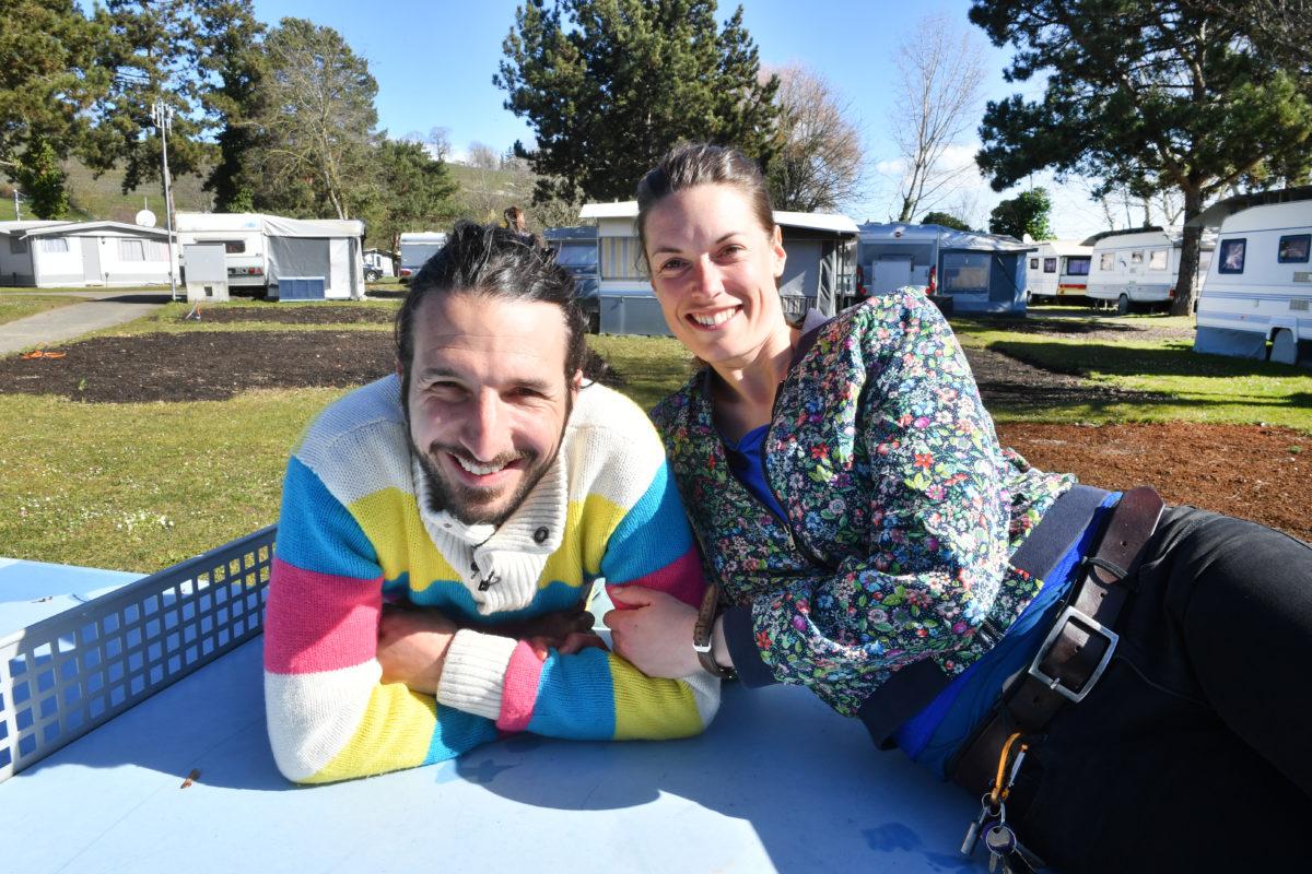 Un couple avec des millions d'idées pour le camping du Pécos!