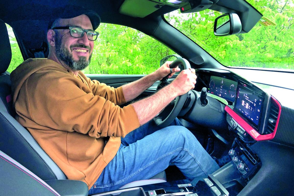 Le roi de la science-fiction teste la nouvelle Opel Mokka