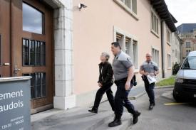 L'accusée lors de son arrivée sous escorte, hier matin, au Tribunal. © Nadine Jacquet