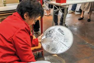Les objets proposés à la vente rappelaient le savoire-faire plus que centenaire du fleuron de l'économie de Sainte-Croix. © Carole Alkabes