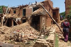Les maisons se sont écroulées après les tremblements de terre. DR