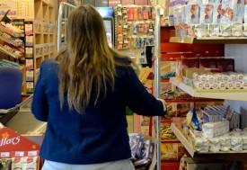 Alors qu'elle fermait le magasin, deux individus se sont précipités sur Stéphanie avec un spray au poivre.