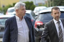 Le conseiller national Jean-Pierre Grin et son avocat Stefan Disch lors de leur arrivée au tribunal.