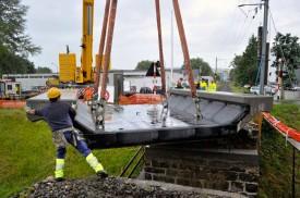 Le ballast et les rails seront encore installés sur le nouveau pont en béton.