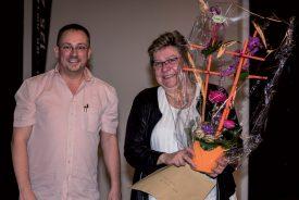 Le président des Brandons de Grandson, Matthias Schuler (à g.), accompagne Renée Leuba, membre méritante de l'association des Brandons. ©Gabriel Lado