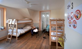 Les Suisses et les personnes titulaires d'un permis B ou C ont généralement droit à un séjour maximal de trois mois à La Lucarne. Les autres profils peuvent traditionnellement y être hébergés jusqu'à dix nuits par mois. ©Michel Duperrex