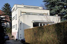 Ce bâtiment de l'avenue des Bains 18 a été réalisé par Jean Hugli. ©Michel Duperrex