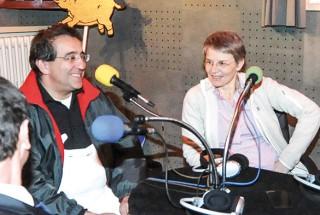 Les conseillers d'Etat Pascal Broulis et Anne-Catherine Lyon ont été invités par Radio Carnaval FM. © Carole Alkabes