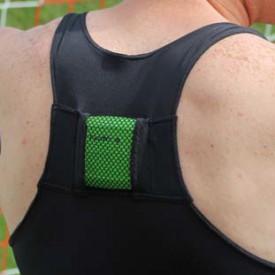 Le boîtier se porte dans le dos, avec un gilet. © www.fieldwiz.com