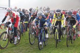 Le départ de la course des amateurs, masters et juniors, au Puisoir. © Roger Juillerat