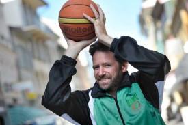 Olivier Schott est un véritable mordu de la sphère orange. A 46 ans, il officiera cette saison comme entraîneur-joueur de l'équipe de 3e ligue masculine de l'USY, en plus de son rôle de président du club.