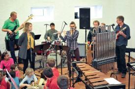 Les musiciens de l'atelier Jazz d'André Hahne ont joué en direct sur les ondes de La Première. ©Carole Alkabes