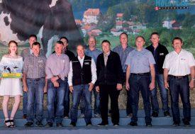 Sur cette image, tous les gagnants du concours «vaches étoiles» sont représentés, en compagnie des organisateurs de l'événement. ©Gabriel Lado