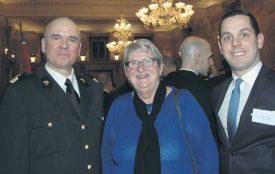 Le colonel Alain Bergonzoli avec la députée -et présidente du TCS- Pierrette Roulet-Grin, ainsi que Pascal Gafner, président du Conseil communal d'Yverdon-les-Bains. ©Isidore Raposo