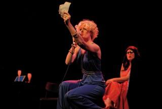 Le cabaret chanson de Jukebox sur la scène de L'Echandole. © Nadine Jacquet