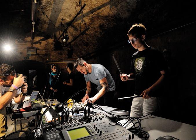 Le public a participé à la création d'une oeuvre avec la Machine à danser © Nadine Jacquet