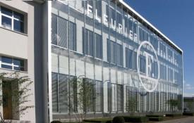 La transformation des immeubles de Fleurier Ebauches a valu à Florian Alberti et à Karl-Friedrich Scheufle, patron du groupe Chopard, le certificat Minergie. DR