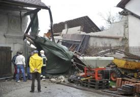 Les voisins ont également subi des dégâts suite à l'effondrement d'une partie de la grange. © Michel Duperrex