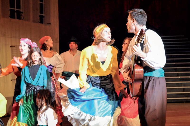 Le théâtre, la danse et la musique se partagent la vedette dans ce spectacle nord-vaudois de grande d'envergure. ©Carole Alkabes