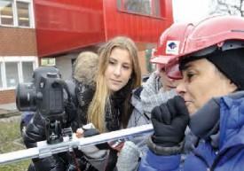 Il est toujours bon de jeter un oeil à sa prestation, auprès des réalisatrices, après une prise. © Michel Duperrex