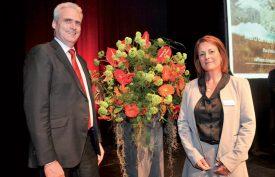 Philippe Widmer et Nicole Oulevay, respectivement président de la direction et présidente du conseil d'administration de la Raiffeisen d'Yverdon-les-Bains. ©Carole Alkabes