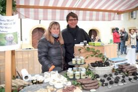 Floriane et Charles Mottet au milieu de leurs délices aux truffes. ©Carole Alkabes