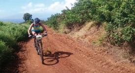 Le Xterra de Maui, c'est 1,5 km de natation, 32 km de VTT et 10,5 km de cross sous le cagnard. Jessica Nzamba (photo) et Yann Rithner peuvent en témoigner. DR