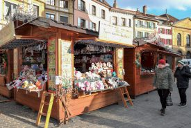 Les chalets installés à la place Pestalozzi regorgent de surprises. ©Carole Alkabes