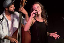 Sofia Ribeiro, une des plus grandes voix du Portugal, a ravi le public avec ses chansons brésiliennes et portugaises. ©Gabriel Lado