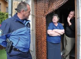 Le répondant de proximité Jacques-André Helfer agit comme médiateur dans un conflit de voisinage à Baulmes. © Michel Duperrex