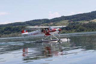 Scène insolite; pour la première fois, le lac de Neuchâtel a accueilli une réunion d'hydravions. © Alkabes/Aubert