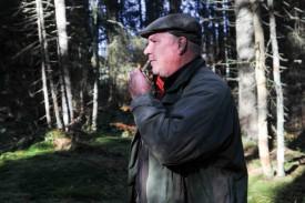 Le chasseur rappelait, de temps à autres, sa chienne à l'ordre avec un sifflet. © Bobby C. Alkabes