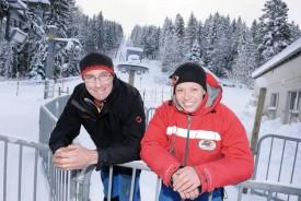 Alain Simon, chef technique et Katia Cruchaud, cheffe d'exploitation, sont prêts à accueillir, demain dès 9h, les passionnés de sports de neige. © Nadine Jacquet