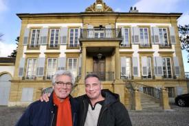 Alain Vos (à d.) et son père Jacques ont, avec leurs collaborateurs, mené à bien un délicat et respectueux travail de restauration.