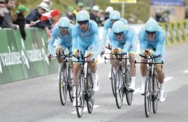L'équipe Astana, de Vincenzo Nibali, a concédé 17 secondes à Sky. © Duperrex/Cala