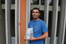 L'ouvrage sur les jeunes en détention, à Valmont, de l'Urbigène Claudio Vallone a tapé dans l'oeil de la réalisatrice Ursula Meier, qui prépare un film sur ce thème pour la télévision. © Pillonel -a
