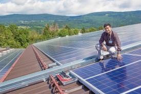 Jean-Louis Guillet, fondateur de Soleol, la société en charge de l'installation des panneaux solaires. © Simon Gabioud