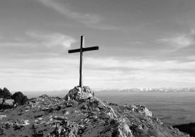 Depuis le sommet des Aiguilles de Baulmes, le panorama exceptionnel offre à la croix son caractère mystique. Un cadre idyllique que Roger Charlet et d'autres amoureux comptent bien retrouver.