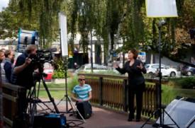 L'équipe de tournage a pris possession de l'un des ponts du Jardin japonais pour filmer Ute Freudenberg, vedette de la musique populaire allemande.