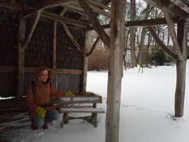 Yasmina Spiegelberg découvre la Norvège (ici, au musée folklorique d'Oslo)