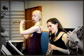 En plein travail intensif de son instrument, la clarinette.