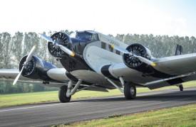 Le Junkers 52 à l'atterrissage. On distingue bien le revêtement en tôle ondulée. ©Carole Alkabes