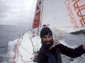 Le visage d'Alan Roura a bien changé depuis le début de l'aventure. ©Christophe Breschi / Alan Roura / Vendée Globe